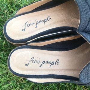 Free People Shoes - FREE PEOPLE 🔴 At ease mule in black